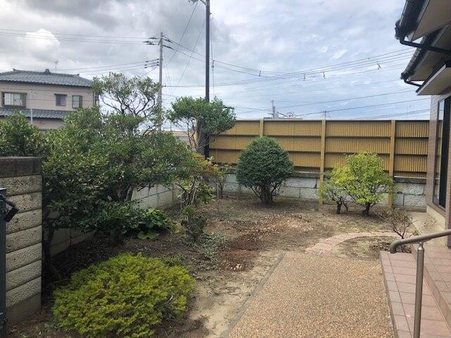 草刈りしてきれいになった庭